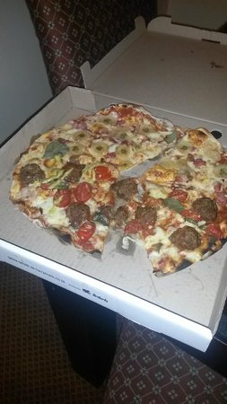 Col'Cacchio Pizzeria: destroyed, cold pizza