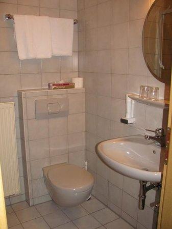 Hotel am Markt: bathroom 23