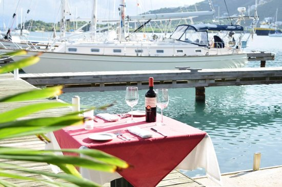 Red Rock Restaurant & Bar: Waterfront Dining