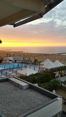 Hotel Bali: Восход. Вид из номера