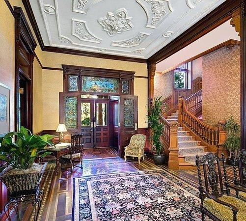 Wentworth Mansion: Lobby