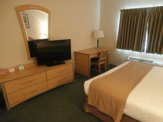Baymont Inn & Suites Noblesville: King s3