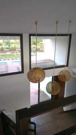 Hotel Sol Ixent : Dans le hall, vue sur la piscine