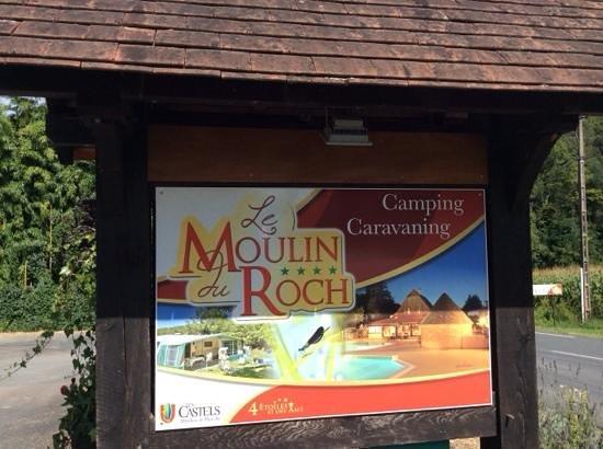 Camping Les Castels Le Moulin du Roch: l'entrée