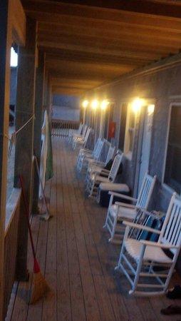 Cape Hatteras Motel: First Floor porch