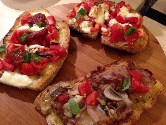La bruschetteria pane e pomodoro: Bruschettas