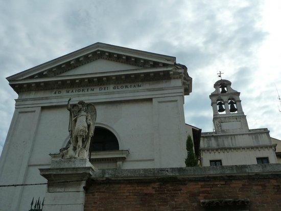 Casa Sant'Andrea: Les fenêtres de la chambre 202 sont les deux sous les cloches
