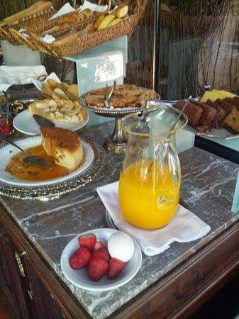 Hotel del Casco: sumptuous buffet breakfast