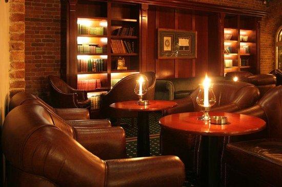 Kempinski Hotel Moika 22: Von Witte Bar