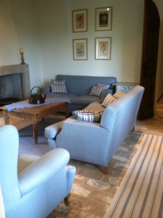 Tenuta Santo Pietro: One of the cosy sitting rooms I enjoyed during my stay...