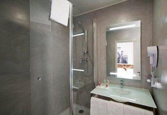 Inter-Hotel Rueil Centre: Bathroom