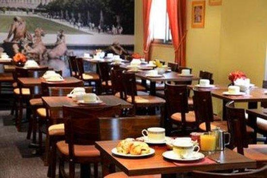 Inter-Hotel Rueil Centre : Breakfast