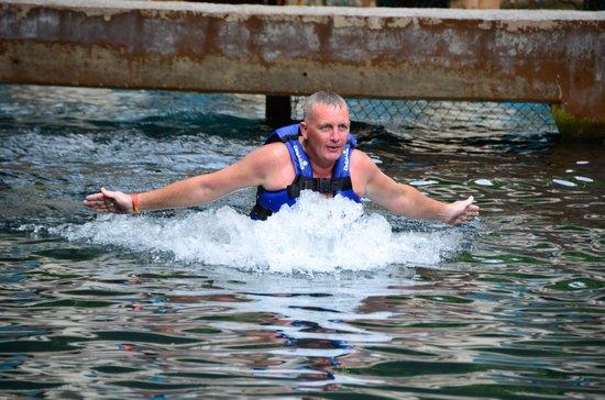 Delphinus Punta Cancun: foot push