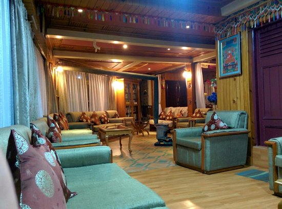 Dekeling Hotel: Hotel lobby. Good for reading, relaxing and a great view of the Kanchenjunga