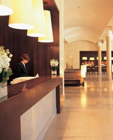 NH Collection Palacio de Burgos: Lobby/Reception