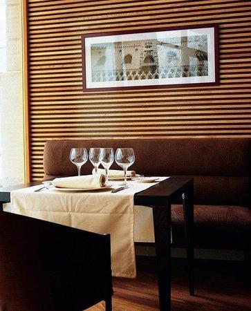 إن إتش كوليكسيون بالاسيو دي برجوس: Restaurant