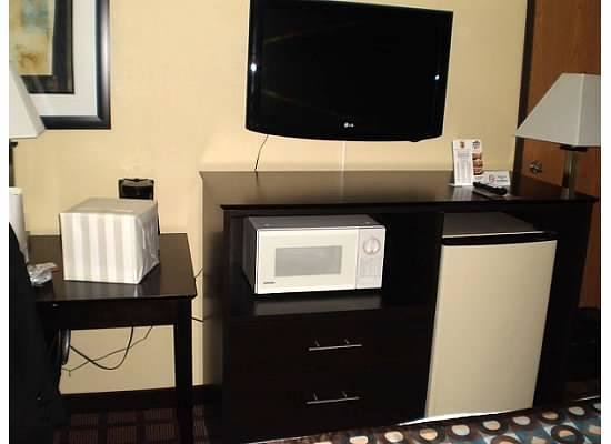 Super 8 Whitewater WI : room amenities