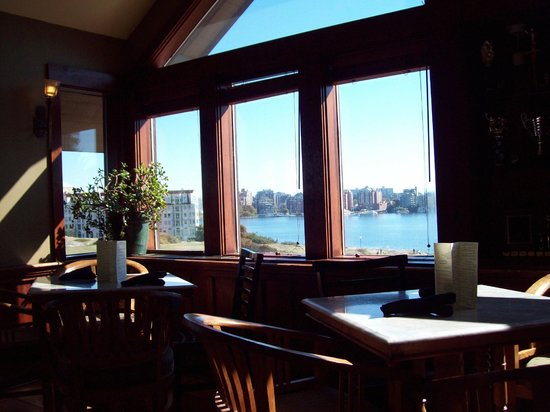 Spinnakers Brewpub and Guesthouses : view from dining room