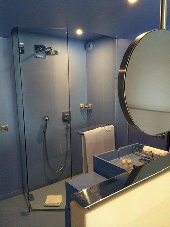 Benkirai Hotel: Bathroom