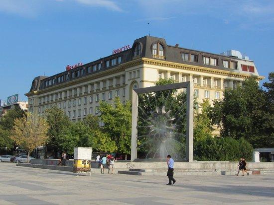 Ramada Plovdiv Trimontium : outside the hotel