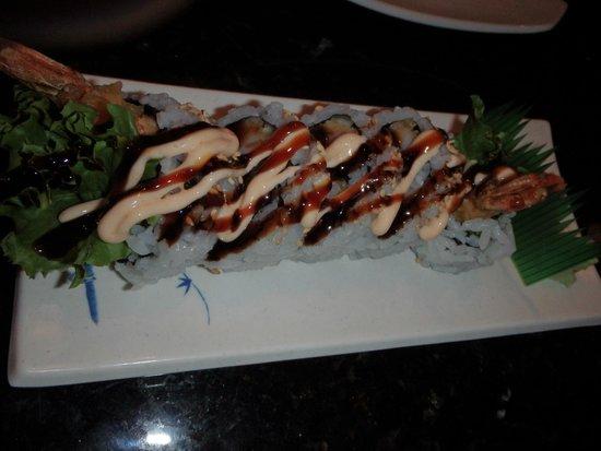 Yoshi Sushi : Shrimp tempura roll.