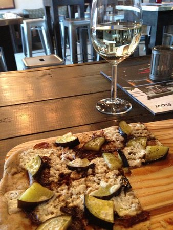 Drink! Lounge & Bistro : LUNCH PIZZA