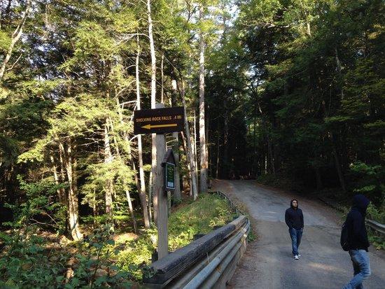 Shelving Rock Falls: Towards falls