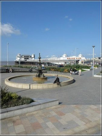Bella Vista Hotel: Part of the lovely attractive sea front