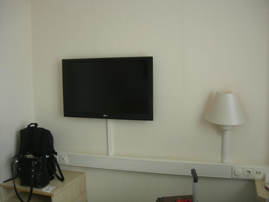 InterCityHotel Frankfurt: room t.v.
