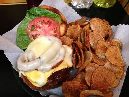 Carolina Wings & Ribhouse: Smokehouse Burger