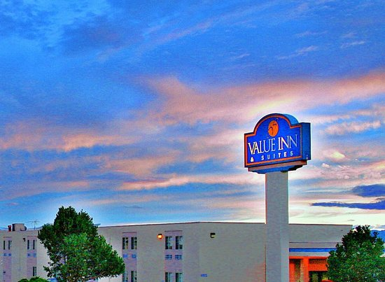 Airport Value Inn & Suites : Main Hotel Building