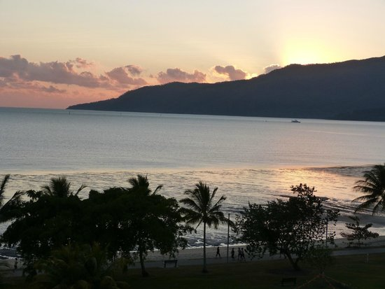 Holiday Inn Cairns Harbourside: The view from our hotel window!