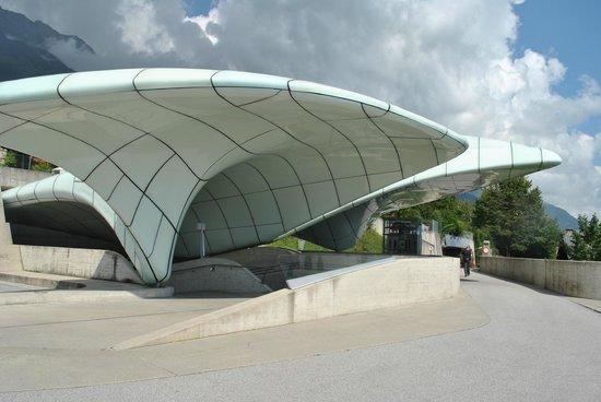 Hungerburgbahn in Innsbruck: Estacion del funicular