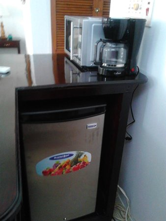 Firefly Beach Cottages: mini bar