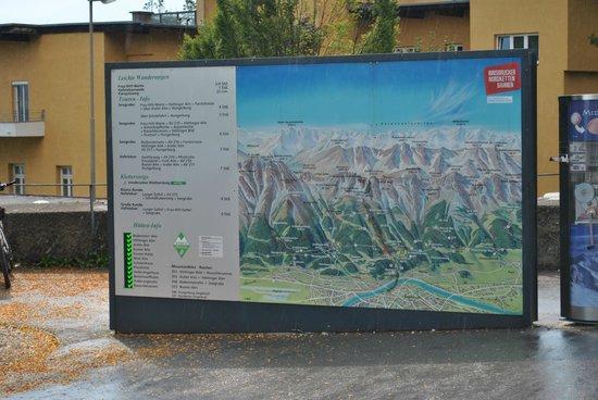 Hungerburgbahn in Innsbruck: cartel que muestra recorrido del funicular