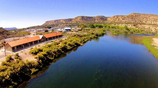 Fisheads San Juan River Lodge: Riverside Lodging Available on the San Juan River