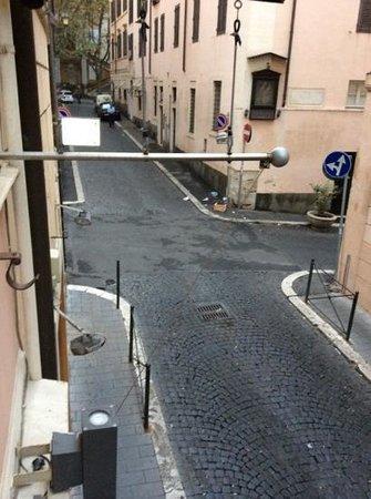 Albergo Ottocento: foto da janela do hotel mostrando a rua super silenciosa