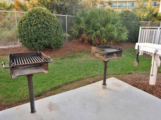 Gulfview Condominiums: BBQ