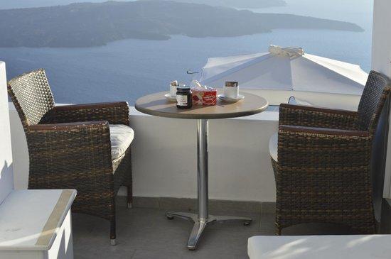 Avianto Suites: desayuno en nuestro balconcito