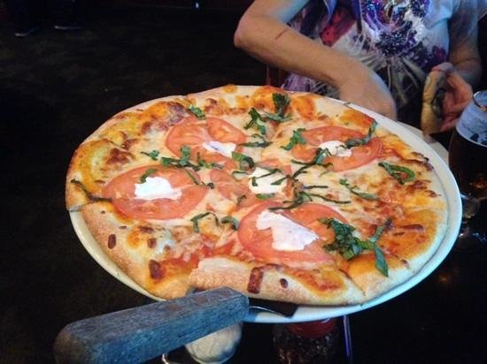 Blu Mangrove Grill: Basic Pizza