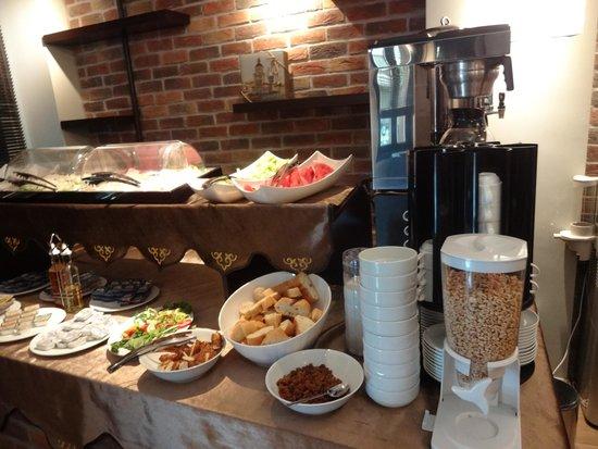 BC Pangaldi Residence: Aca se sirve, el desayuno, esta el lobby y la recepcion, todo junto