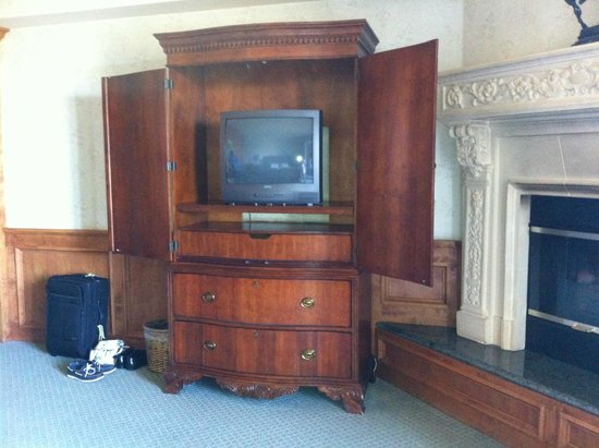 Inn at Churon Winery : our TV from the 90s