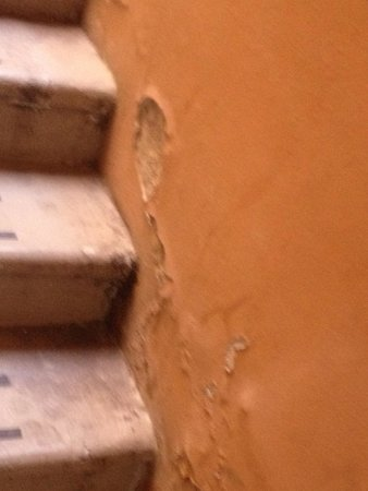 Belmond Hotel Cipriani: scary & gross exterior staircase to rooms 76, 77