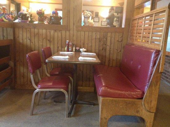 The Pines Restaurant: Quaint