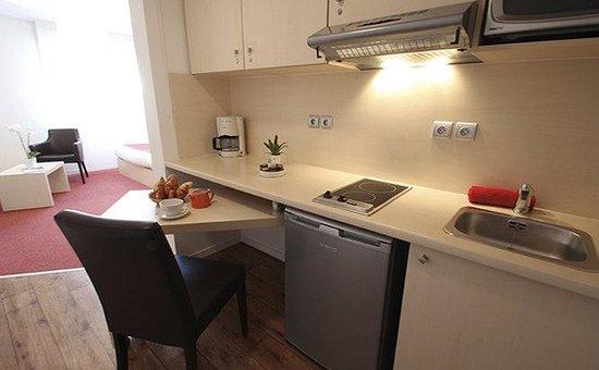 Appart'City Confort Montpellier Ovalie: KITCHEN