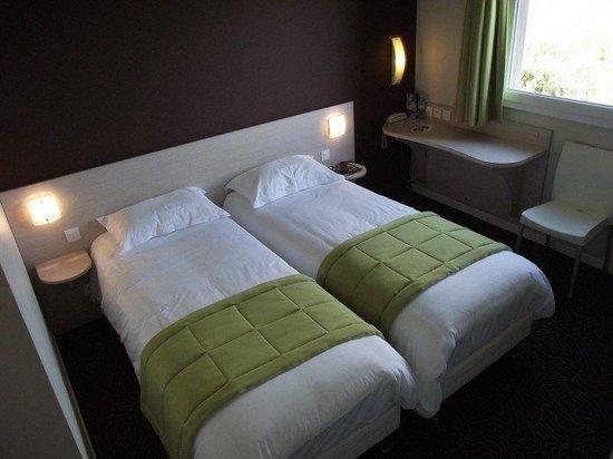 Brit Hotel L'Adresse : GUEST ROOM