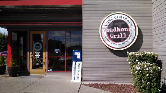 Wing Central's Roadhouse Grill: Welcome entrance