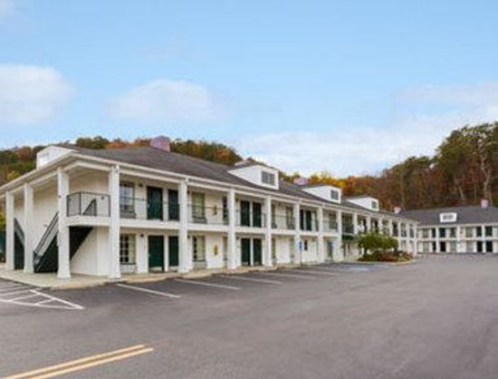 Baymont Inn & Suites Cleveland: Welcome to the Baymont Inn and Suites Cleveland TN