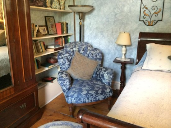 New Hope's 1870 Wedgwood Bed and Breakfast Inn: U9 cozy corner
