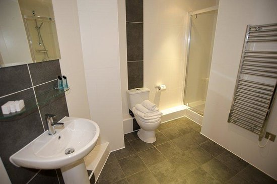 Vivo Serviced Apartments: Duplex Bathroom